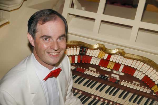 Michael Wooldridge at the Howden-Le-Wear Wurlitzer